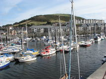 Segelbåtar i den Aberystwyth marina Wales Royaltyfri Bild