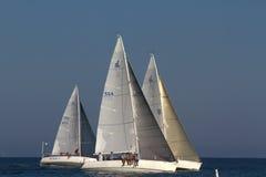 Segelbåtar i det våta onsdag loppet, Santa Barbara, CA Fotografering för Bildbyråer