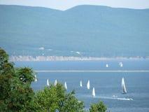 Segelbåtar i Gaspe, Quebec Royaltyfri Bild