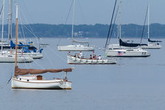 Segelbåtar i nya Keyport - ärmlös tröja Royaltyfri Bild