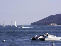 Segelbåtar i San Diego Bay Arkivfoton