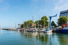 Segelbåtar i Warnemunde, Rostock, Mecklenburg-västra Pomera royaltyfri foto