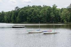 Segelbåtar och en pir Royaltyfria Foton