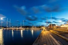 Segelbåtar och yachter i marina på natten Nynashamn sweden Fotografering för Bildbyråer