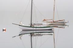 Segelbåtar på ankrar Arkivfoton