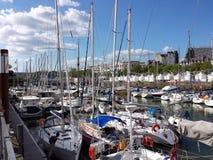 Segelbåtar på besökarekajen Royaltyfri Bild