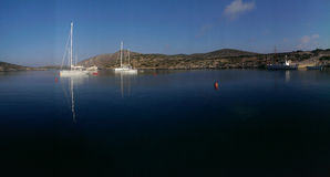 Segelbåtar på den Levitha ön arkivfoto
