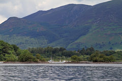 Segelbåtar på Derwentwater Royaltyfri Foto