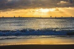 Segelbåtar på horisonten arkivfoto
