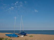 Segelbåtar på kust Fotografering för Bildbyråer