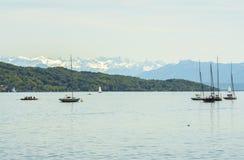 Segelbåtar på Starnberger ser, Tyskland Fotografering för Bildbyråer