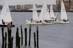 Segelbåtar på vattnet, Boston, mars 1st, 2014 Arkivbild