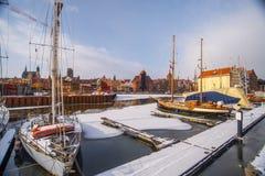 """Segelbåtar som förtöjer i vintertid i GdaÅ """"sk arkivbilder"""