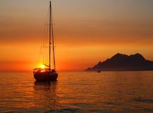 Segelbåten på ankrar Royaltyfria Bilder