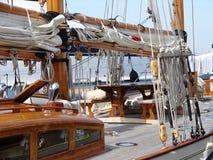 Segelbåten på vilar. Royaltyfria Foton