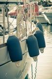 Segelbåtsidoboj arkivfoton