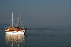 segelbåtsun arkivbild