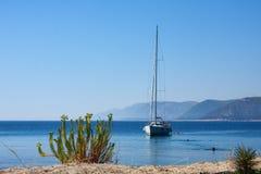 Segelboot, adriatisches Meer nahe Dubrovnik, Kroatien Stockbilder