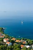 Segelboot auf adriatisches Seeszene Stockfotografie