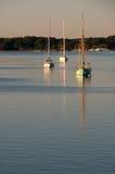 Segelboot auf einem Fluss Stockfotos