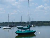 Segelboot auf einem See Stockfoto
