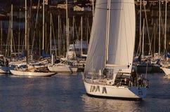 Segelboot in Bandol-Jachthafen, Frankreich Lizenzfreies Stockfoto