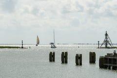Segelboot in der Hafenstadt von Hoorn in den Nord-Niederlanden Lizenzfreies Stockbild