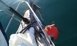 Segelboot an einer Liegeplatzboje Stockbilder