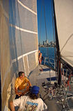 Segelboot Foredeck Besatzung Stockfoto