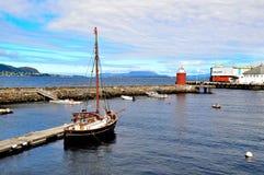 Segelboot am Hafen Lizenzfreies Stockfoto