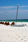 Segelboot im Sand Stockbild