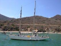 Segelboot am Katzenhafen Kalifornien Stockbilder