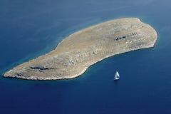 Segelboot in Kornati-Archipel Stockfoto