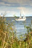 Segelboot, Nida. Lizenzfreie Stockfotos