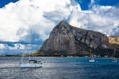Segelboot in San Vito lo Capo Stockfoto