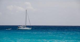 Segelboot Str.-Maarten Karibisches Meer Lizenzfreie Stockfotos