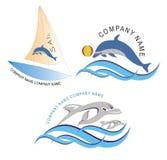 Segelboot und Fischlogo/Ikone Stockfotos