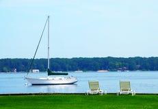 Segelboot-Weiß-Michigansee lizenzfreies stockfoto