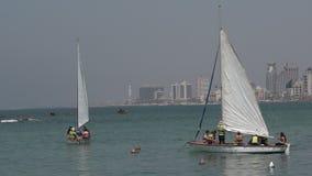 Segelboote am alten Hafen von Jaffa in Telefon Aviv Jaffa, Israel stock video