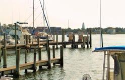 Segelboote angekoppelt in Ocracoke-Insel stockbilder