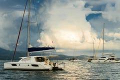 Segelboote am Anker Stockbild