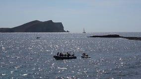 Segelboote auf Anchorage nahe Ibiza stock video footage
