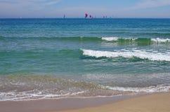 Segelboote auf dem Horizont lizenzfreies stockfoto