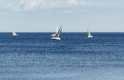 Segelboote auf dem Ontariosee Stockfotos