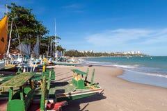 Segelboote auf dem Strand stockbild