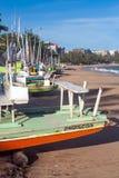 Segelboote auf dem Strand stockfotografie
