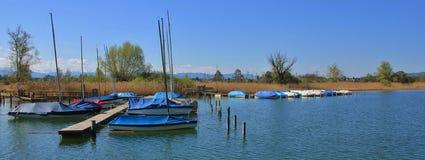 Segelboote auf dem Ufer von See Pfaffikon Lizenzfreies Stockbild