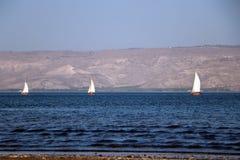 Segelboote auf dem Wasser Stockfoto