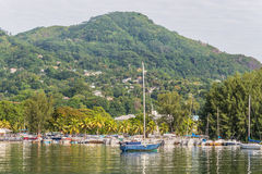 Segelboote auf Mahe, Seychellen Stockfotos