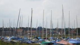 Segelboote bei Blakeney lizenzfreies stockfoto